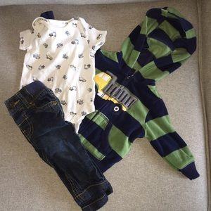 Carter's 3 piece infant boy set. Size 3 months
